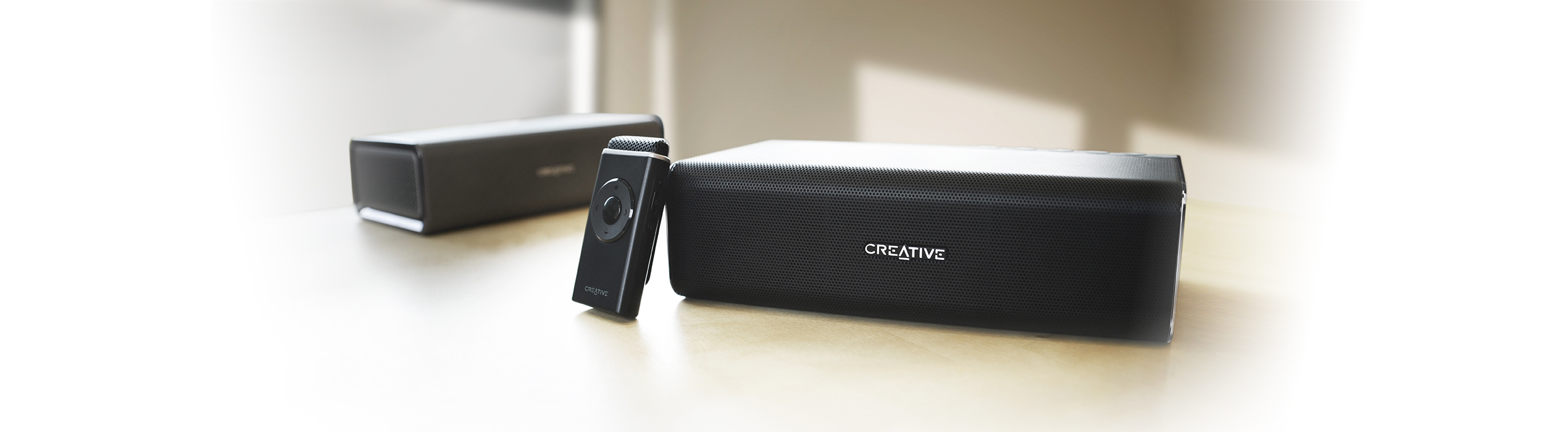 sound blaster roar pro puissante enceinte portable. Black Bedroom Furniture Sets. Home Design Ideas