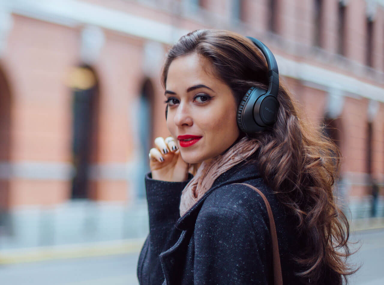 URBAN COMMUTERS WHO ENJOYS MINIMALISTIC STYLE WITH VOICE-ASSISTANT FEATURES